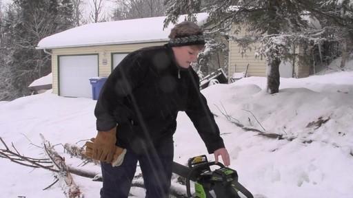 Scie à chaîne sans fil Greenworks de 80 V – Témoignage d'Arlene - image 1 from the video