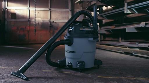 Aspirateur de déchets secs et humides MAXIMUM, 45 L - image 1 from the video