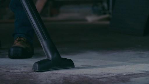 Aspirateur de déchets secs et humides MAXIMUM, 45 L - image 7 from the video