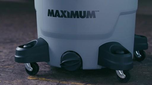 Aspirateur de déchets secs et humides MAXIMUM, 45 L - image 9 from the video