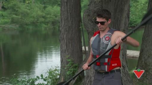 Comment choisir un vêtement de flottaison individuel (VFI) - image 10 from the video