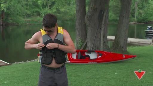 Comment choisir un vêtement de flottaison individuel (VFI) - image 7 from the video