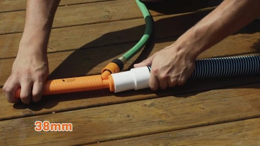Pompe en V avec tuyau de 20 pi et collier - image 8 from the video