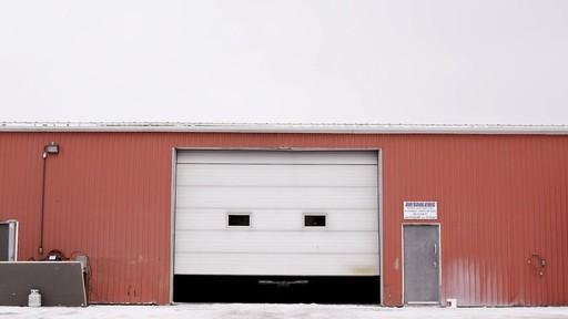 Vidéo de la fonte du camion de glace Canadian Tire  - image 10 from the video