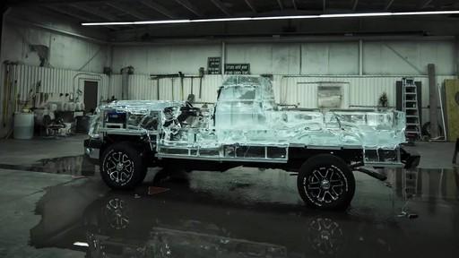 Vidéo de la fonte du camion de glace Canadian Tire  - image 6 from the video