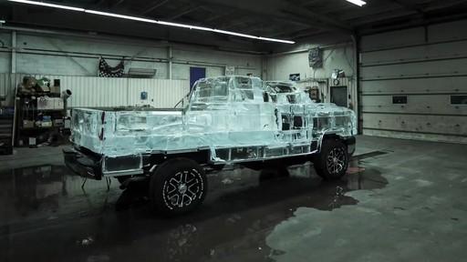 Vidéo de la fonte du camion de glace Canadian Tire  - image 7 from the video