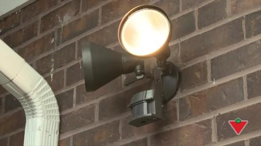 Comment installer un éclairage de sécurité - image 10 from the video