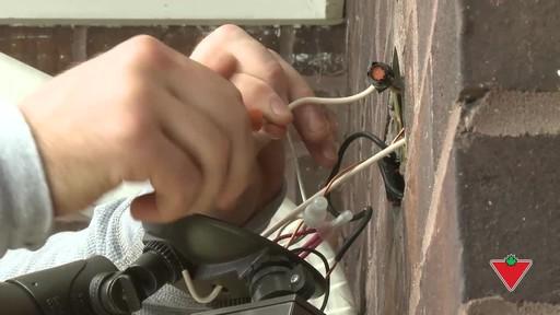 Comment installer un éclairage de sécurité - image 5 from the video