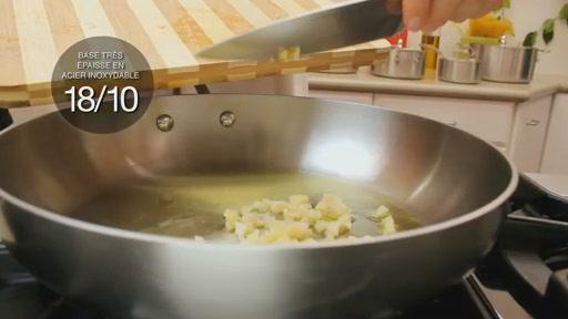 Batterie de cuisine en lamin� Lagostina, 3 couches, 13 pi�ces - image 3 from the video