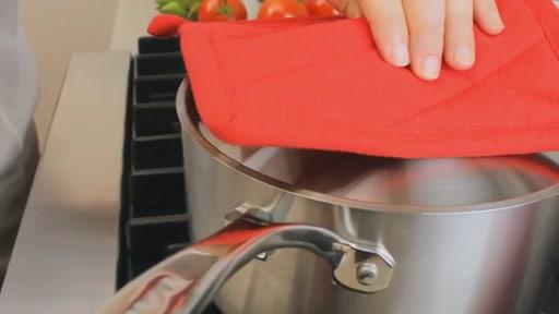 Batterie de cuisine en lamin� Lagostina, 3 couches, 13 pi�ces - image 5 from the video