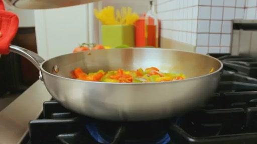 Batterie de cuisine en laminé Lagostina, 3 couches, 13 pièces - image 7 from the video