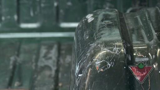Poser une doublure de caisse de protection - image 1 from the video