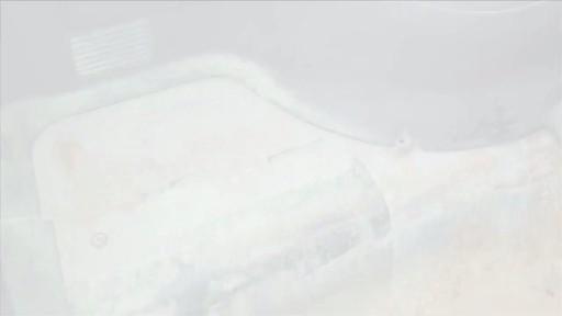 Poser une doublure de caisse de protection - image 2 from the video