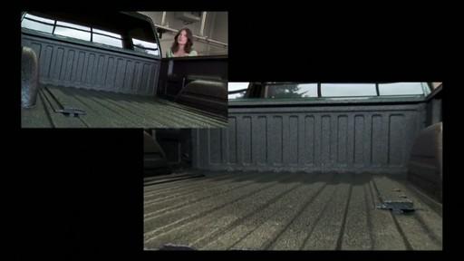 Poser une doublure de caisse de protection - image 3 from the video