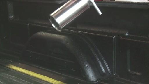 Poser une doublure de caisse de protection - image 8 from the video