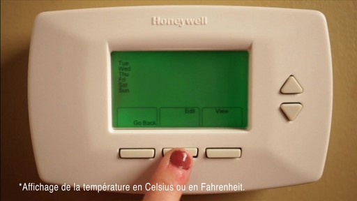 Comment installer un Thermostat programmable Honeywell - image 7 from the video