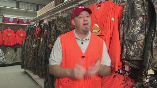 Gilet de chasse de luxe Yukon Gear, orange vif - image 3 from the video