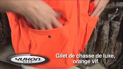 Gilet de chasse de luxe Yukon Gear, orange vif - image 5 from the video