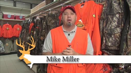 Gilet de chasse de luxe Yukon Gear, orange vif - image 8 from the video