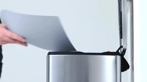 simplehuman rectangular recycler - image 4 from the video