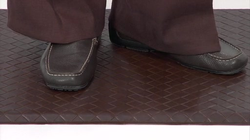 GelPro Gel Filled Comfort Floor Mats @ Bed Bath & Beyond - image 4 from the video