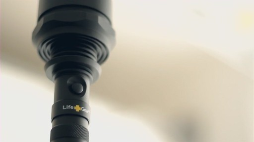 Life Gear 4-Pack Flashlight Set with Flashers - image 10 from the video