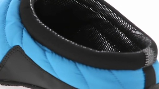 Men's Columbia Packed Out™ Omni-Heat Slippers - image 8 from the video