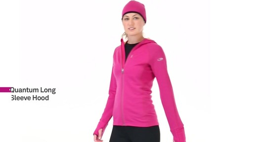 ICEBREAKER Women's Quantum Hoodie - image 5 from the video