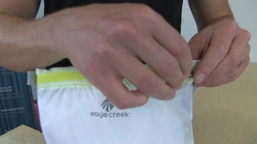EAGLE CREEK Pack-It Specter Sac, Medium - image 6 from the video