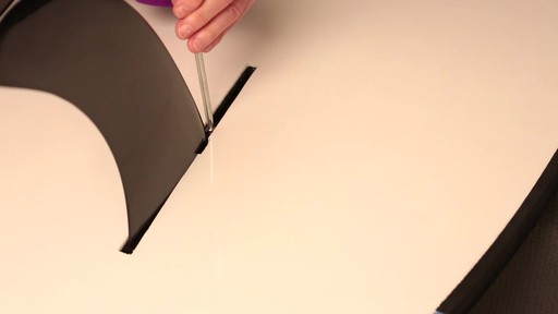 How to attach the fin to a Stand Up Paddleboard - image 9 from the video