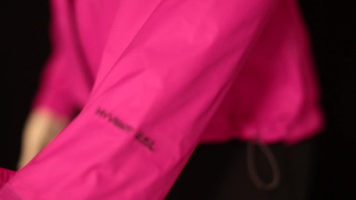 THE NORTH FACE Women's Venture Jacket - image 2 from the video