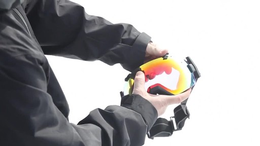 SMITH I/OX Snow Goggles Lens Change - image 10 from the video