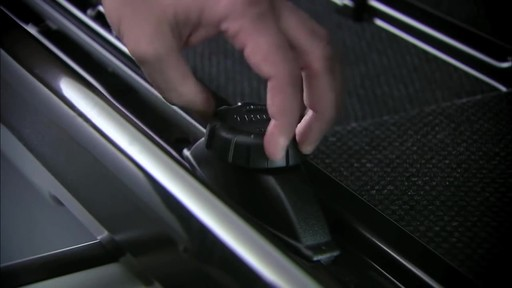 THULE Dynamic 900 Chrome Limited Edition Cargo Box - image 3 from the video