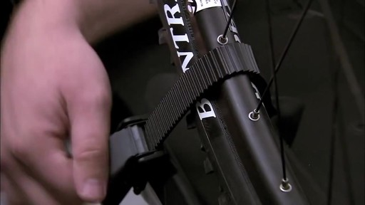 THULE 932 EasyFold Tow Bar Bike Rack - image 5 from the video