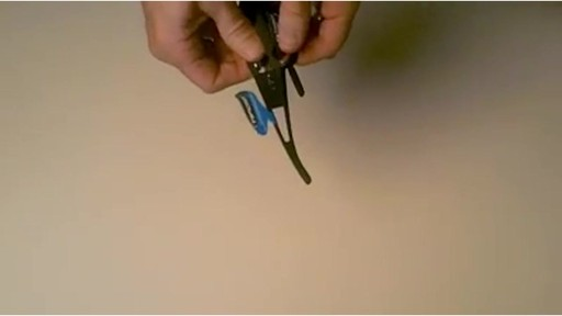 TIFOSI Lens Changing Instructions - Dolomite Model - image 8 from the video