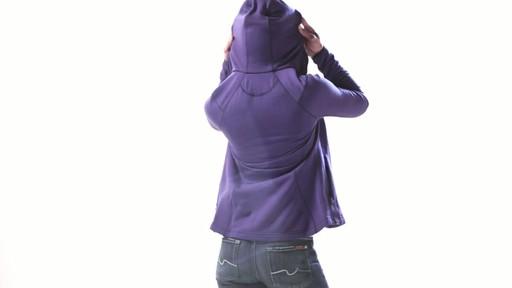 ICEBREAKER Women's Cascade Hood - image 7 from the video
