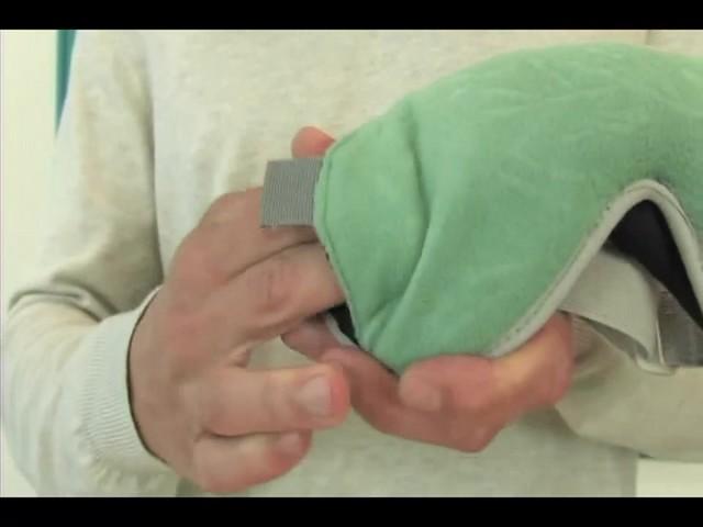 EAGLE CREEK Sandman Eyeshade - image 6 from the video