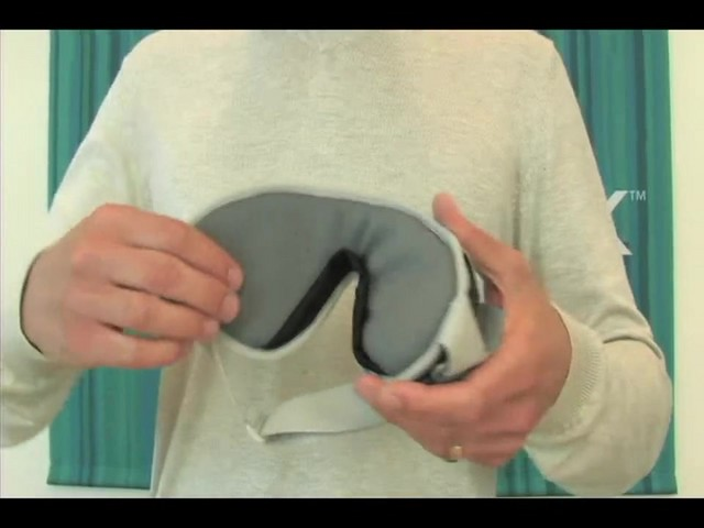 EAGLE CREEK Sandman Eyeshade - image 7 from the video