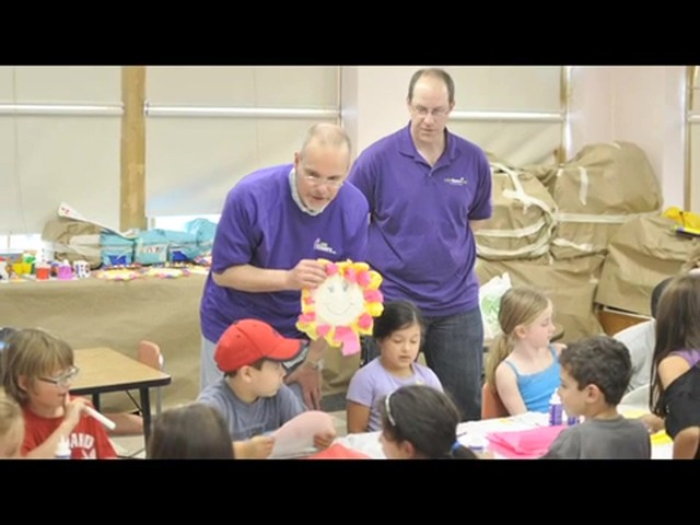 1-800-FLOWERS.COM's Summer of a Million Smiles - image 9 from the video
